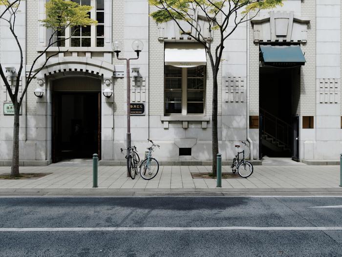 クラシカルな近代建築に、活気ある中華街、そして洗練されたおしゃれなショップ、と歩いているだけでもワクワクしてしまうのが元町。神戸の歴史を感じながら、グルメやショッピング、街歩きを楽しんでくださいね。