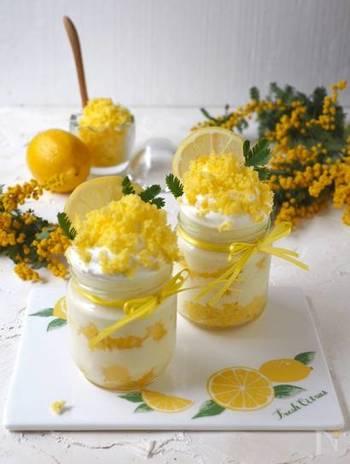 超簡単で、見栄えも嬉しいオススメレシピ!調味料として先ほど紹介したレモンカードを使用します。市販のスポンジケーキやカステラを使用すれば、あとは、材料を順番に瓶に詰めるだけ!とても可愛いし、インスタ映えもバッチリですね!
