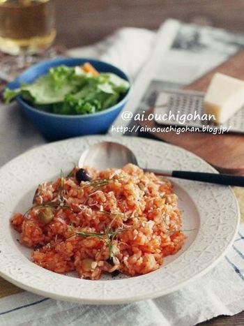 かたくなってしまったご飯は、トマトの水煮やミックスビーンズを使ってリゾットに。残り物とは思えないおしゃれなひと皿に早変わりします。おもてなしランチにおすすめ。