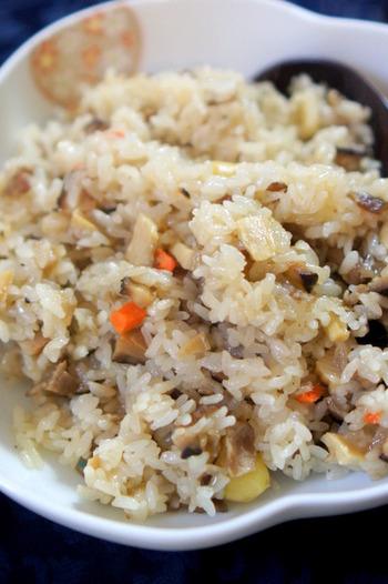 まるで本場でいただくような本格的な中華おこわが、中華野菜ミックスやもち米などを使って簡単にできます。くわいなどが入った中華野菜ミックスもあるようですね。