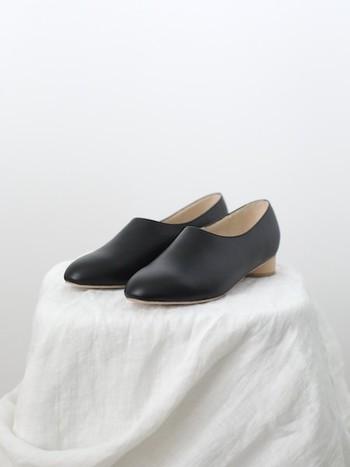スタンダードにこそ遊び心を。人と被らない素敵な黒の革靴カタログ