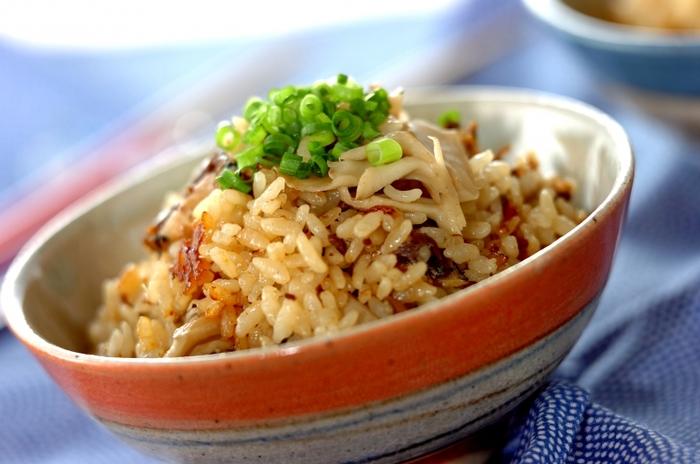 ■イワシの炊き込みご飯 缶詰の煮汁ごと使って、イワシの旨みも栄養も余すことなくいただける炊き込みご飯。魚を焼いたり骨を外す手間がいらないので、気が向いた時にすぐに作れます。