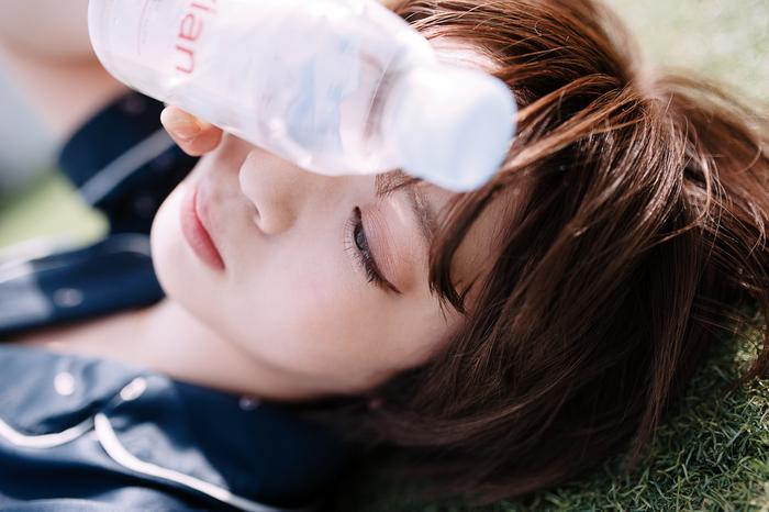 鉄不足と聞いてパッと思い浮かぶものに「貧血」がありますよね。立ちくらみやめまいなどの症状が一般的に知られていますが、「疲れやすい」「いくら寝ても寝足りない」といったことも貧血が原因で起こります。
