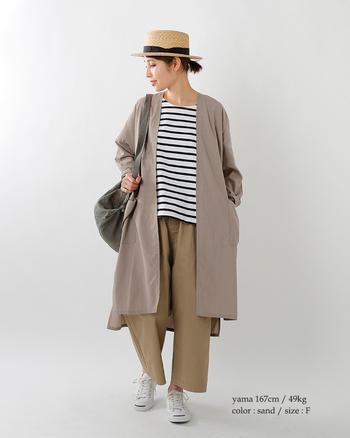 ほどよくゆるっとしたシルエットが今年らしい着こなしです。ベージュを多く使っているのも旬で素敵ですね。ボーダー×ベージュは相性がいいのでぜひチャレンジしてほしい着こなしです。