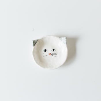 なんとも言えないつぶらな表情をした「cyilabo(チイラボ)」さんの動物たちの豆皿。お子様用のうつわとしても可愛いですね。