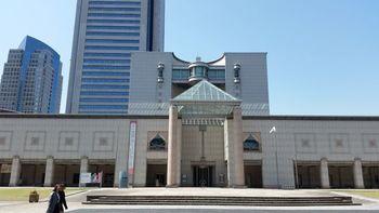 トリエンナーレが開催されるなど、横浜はアートにも造詣が深い街。こちらの「横浜美術館」では月に3回、小学生以下を対象に「親子のフリーゾーン」としてアートに親しめる、広いアトリエスペースが開放されています。
