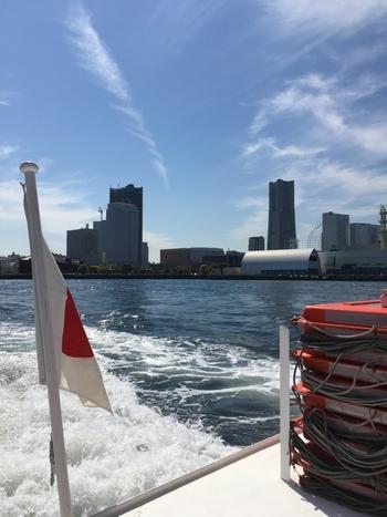 歩いて移動も味わい深い横浜とはいえ、お子さんが飽きてしまったり、ベビーカーを押す大人も疲れてしまうもの。  「中華街からみなとみらいへ」「赤レンガから中華街へ」と、潮風を浴びながら、横浜の風景を満喫できるシーバスを使えば、移動もエンターテインメントになるはず。  行先にもよりますが、乗船時間は5~20分程度、運賃も大人350~700円。それぞれの目的地に向けて1時間に1~2本程度運航されているので、ぜひ気軽に活用して、横浜を満喫したいですね。