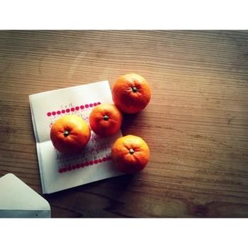 なんだかイライラする、気持ちが落ち込んでしまっているなら、柑橘系のフルーツを。雨の日の滞りがちなエネルギーの巡りを良くしてくれます。