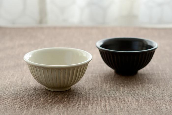 信楽焼の作家・山田茂樹さんによるお茶碗。どっしりとした厚みのあるフォルムが重厚感を醸し出し、いつものご飯がなんだか高級に見えそう。