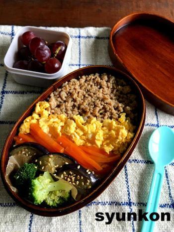 子どもたちが大好きなそぼろご飯。4色使いで色どりも美しく、蓋を開けたとき笑顔になれそう。
