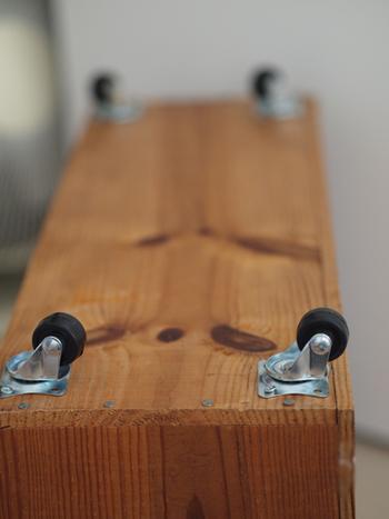 リーズナブルな材料で作れる、使い勝手抜群の本棚。積み重ねれば、収納力もぐ~んとUPします。