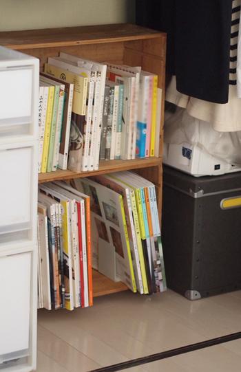こちらのブロガーさんは、ワイン箱に100円ショップのキャスターを取り付けて、移動可能な本棚を作成。ワイン箱というところが、とってもお洒落ですよね…。 そのまま寝室などに置いても素敵です。