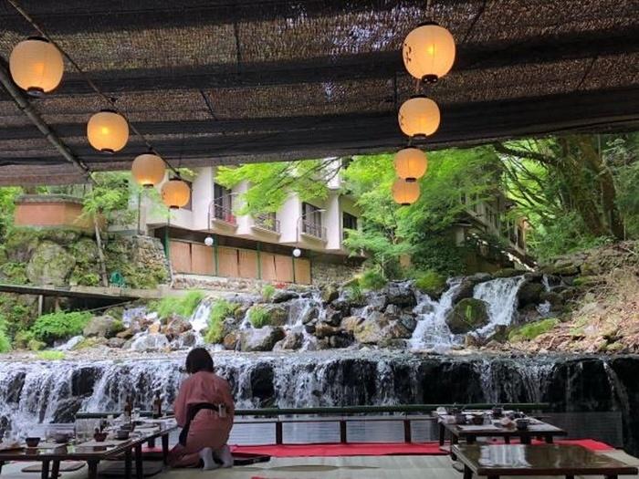 大正10年創業の「貴船喜らく」は、貴船神社本宮の正面にあり、参拝前や後の食事にちょうど良さそう。