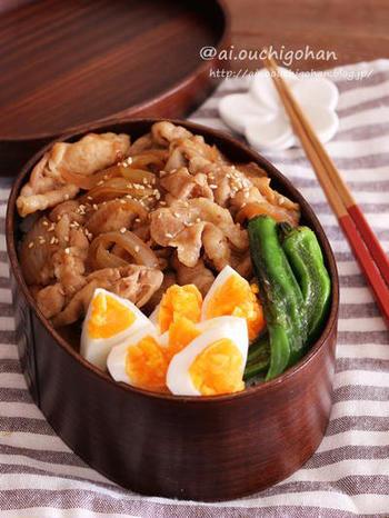 暖かくなってくると、お弁当の衛生問題が気になりますよね。お弁当が傷むのを防ぐためには、先にお弁当箱にご飯を入れてしっかりと冷ましてから、冷ましたおかずをのせるようにしましょう。