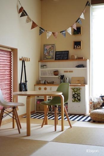 和室の一角をお子さん用のおままごとスペースに。フチのない琉球畳は、和のテイスト薄めで洋風のインテリアにも馴染みますね。