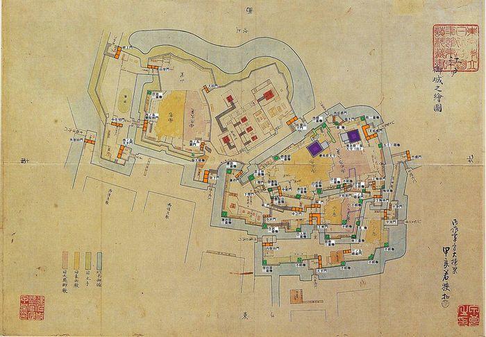 【画像は、江戸城配置図(内郭)。左上半分が皇居宮殿や宮内庁施設がある「旧西の丸地区」で、右下半分が旧江戸城があった「東御苑」。画面の最下部から、三の丸、二の丸、本丸が配置されている。】