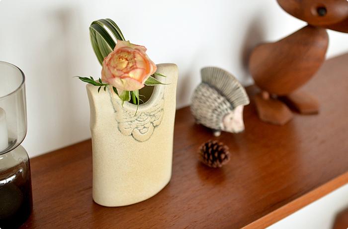 今回はサイズやデザインの違う、さまざまな花器をご紹介しました。お気に入りのものは見つかりましたか?とびきり素敵なデザインの花器なら、お花を飾るのがもっと楽しみになりそうです。気持ちもお部屋も華やかになる、お花のある生活を始めましょう。
