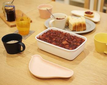 """シンプルな食卓も、""""TORIZARA""""があるだけで、思わず笑顔に…。特別な時間になりそうです。"""