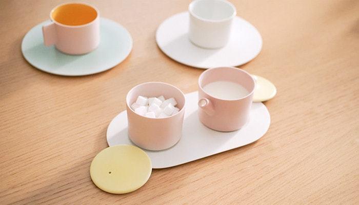 コーヒーカップの他にもティーポットやシュガー&ミルクポットなどもラインナップ。色合いを合わせ、コーディネートすることで、さらに優しい雰囲気に包まれます。みなさんも、優しいピンクで、ほっと安らぐティータイムを過ごしてみませんか!