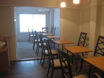 買ったドーナツはお店の2階にあるカフェスペースで、ゆっくりと楽しめ、飲み物や軽食もオーダーすることができます。