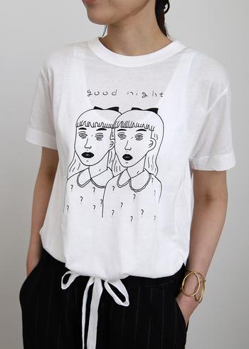 アーティストの「とんだ林 蘭」さんが描いた、アンニュイな少女のイラストが個性たっぷりな一枚。上質なオーガニックコットンを使用したTシャツで、着心地が抜群なのもポイントです。ジャケットなどから、ちらりと覗かせる着こなしもおすすめ。