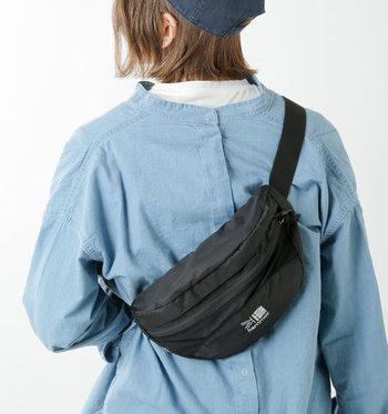 通気性をしっかり確保するエアメッシュパネルで、汗によるムレなどを軽減してくれるバッグです。本来はウエストポーチですが、斜めがけにしたボディバッグスタイルでの使用がおしゃれでおすすめ♪