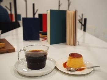 コーヒーは、一杯一杯豆から挽いたスペシャリティコーヒー。丁寧で心温まる味です。お気に入りのケーキと合わせて、ホッとひと息できるお店です。