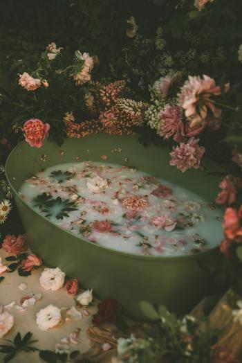 お気に入りの香りやアイテムを使って、お風呂時間を自分にとって最高の時間にしてください。日々の疲れを癒して、明日も一日頑張りましょう。
