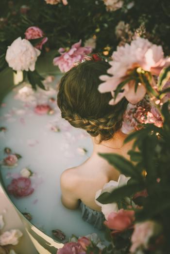 みぞおちの下くらいまでつかる半身浴で、じんわりと体を温めましょう。半身浴は全身浴よりも汗が出やすいので、すっきりとリフレッシュしたいときにもぴったり。