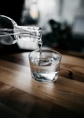 長風呂では、汗をかくので体内の水分がどんどん出ていきます。お風呂にペットボトルなどを持ち込んで、こまめに水分補給をすることが大切。喉が渇いたと感じる前に飲むのがコツです。