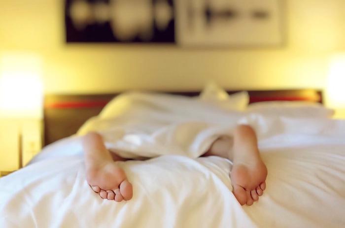 疲れが残ったままで寝てしまうと、翌朝起きたときにだるさを感じることも。寝付きが悪くなる原因にもなります。その日の疲れはその日のうちに、お風呂に入ってしっかりと解消しておくことが大切です。