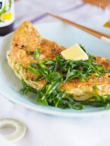 シンプルで美味しい「ジャコネギオムレツ」は朝ごはんにオススメ。ポン酢とオリーブオイルは相性抜群。そこにバターのコクもプラス!ご飯にもパンにも合う万能レシピです。