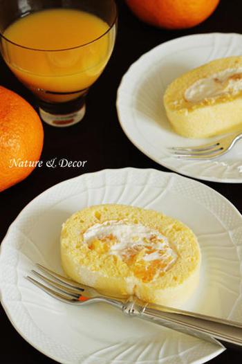 甘夏、レモン果汁、クリームチーズを使った、見た目以上にさっぱりした味わいのシフォンロールです。一晩寝かせるとシフォン生地がしっっとりして、作り立てと一味違う美味しさを楽しめます。