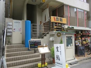 大宮に数ある寿司店の中でも人気が高いのが「豊鮨(とよずし)」。 西口から徒歩2分という立地も魅力です。