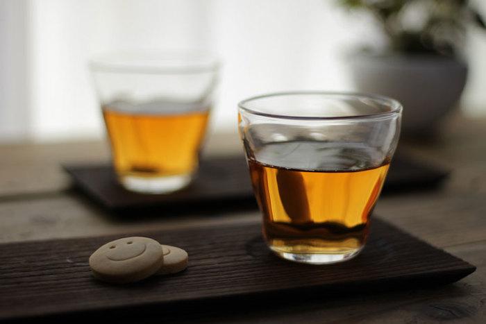 見た目も涼しげな「タンブラー」は、冷茶や日本酒のグラスとしてはもちろん、アイスやヨーグルトを盛るデザートカップとしても使用できます。シンプルなデザインで深さのある形状なので、アイディア次第で様々な使い方が楽しめそうですね。