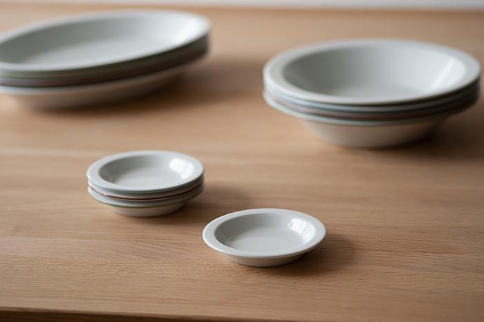 シンプルなうつわは、どんな場面でも活躍してくれる心強い味方。どんな色や質感のお料理でも、しっかりと目立たせてくれます。シンプルなうつわを並べると、テーブルに統一感が出ます。
