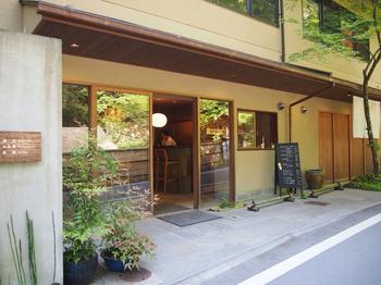 こちらは貴船神社から徒歩10分の場所にある「兵衛カフェ」。川床ランチが楽しめる「奥貴船 兵衛」さんに併設されているカフェです。
