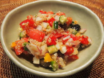 トマト・きゅうり・赤玉ねぎ・パクチーなどの野菜に、クミンをきかせるのがモロッコサラダの特徴。クミンはパウダーがおすすめ。炒ってもそのままでもOKだとか。異国の味をちょっと試してみませんか?