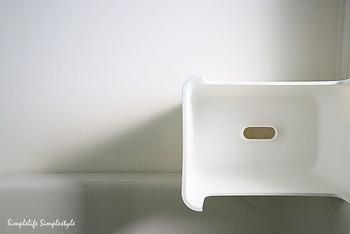 お風呂の椅子も底が乾くように置くなどの工夫をしてみましょう。シャンプーなども銭湯に行く時のように入浴の間だけお風呂に持ち込み、終わったらタオルで拭き取ってお風呂場の外に出すという方法も有効です。