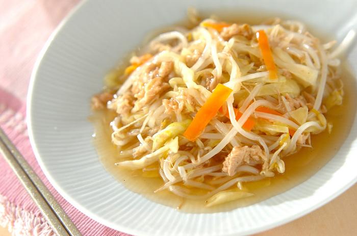 野菜とツナで作る、あんかけおかず。そのまま晩ごはんのおかずとしては勿論、ご飯にかけて丼ぶりにしても美味しく頂けます。あんかけの優しい味わいをお楽しみ下さい♪