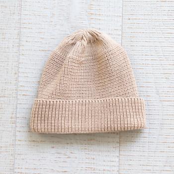 ウールの風合いに似ていることから、写真のようなニットアイテムにもよく使われているアクリル。とにかく軽くてふわふわした肌触りが特徴で、洗濯にも強いです。保温性もあるので、冬の時期のバスマットにおすすめです。