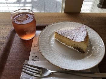全国的に知られる岡山県・吉田牧場のチーズを素材にしたケーキも人気が高いのですが…