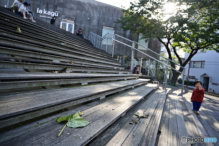 画像は2014年、新潮社の倉庫跡にキュレーションショップとしてオープンしたla kagū(ラカグ)。2019年春、新たにライフスタイル系に力を入れた複合施設「AKOMEYA TOKYO in la kagū(アコメヤ トウキョウ イン ラカグ)」としてリニューアルオープンしました。
