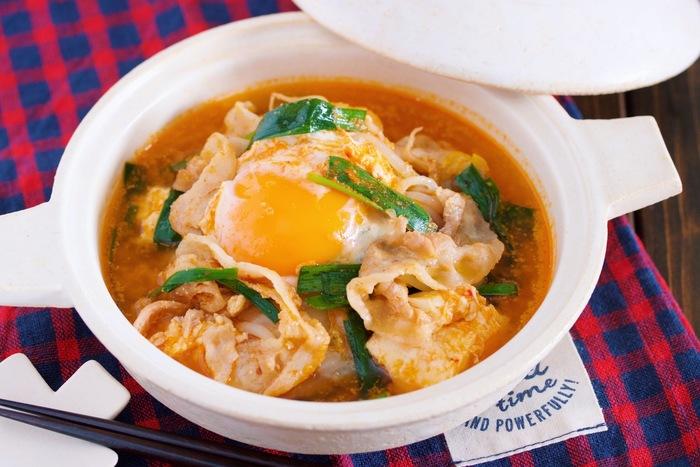 食材を重ねて、あとはコトコトお鍋にお任せ。ピリ唐味のスープは寒い日の夜に♪