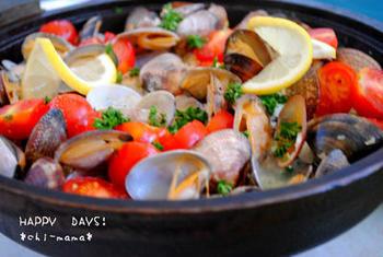 簡単で豪華な魚料理といえば、アクアパッツァははずせませんね。こちらは、白身魚の切り身を使うのでより手軽。ゴミも少ないのでおすすめです。
