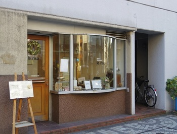 """店名の「レリーサ(le risa)」とはイタリア語で""""笑顔""""の意。オーナーパティシエ―ルは、イタリア留学時に同国のお菓子に魅せられた内山智子さん。早大通りにオープンして間もなく15年のテイクアウト専門店です。"""