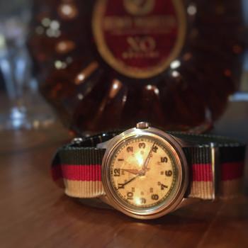 ユニセックスでも使えそうな、こちらの腕時計。実は第二次世界大戦中に、アメリカの軍人さんが身に着けていたミリタリーウォッチなのです。士官クラスの人にしか支給されなかったという、大変貴重なものだそう。