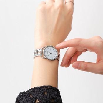 1837年に馬具工房として創業したHERMES。後にバッグ、腕時計、香水、既製服などの製造も開始します。 写真の時計はarceau(アルソー)というモデルで、1978年に発売されたもの。エルメスのクラフトマンシップが、具現化されています。