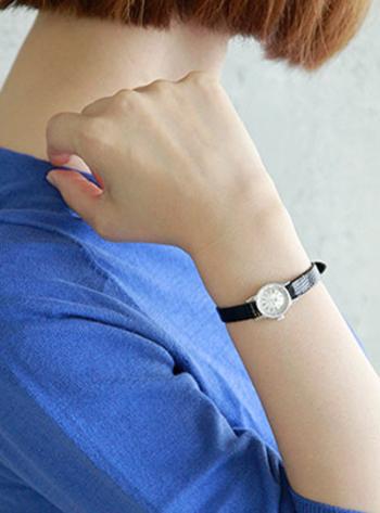 1848年に、スイスの時計組み立て工房から始まったOMEGA。1968年にはアポロ計画の公式時計として採用され、一躍脚光を浴びました。現在でもオリンピックの公式時計として使われるなど、性能はお墨付きです。