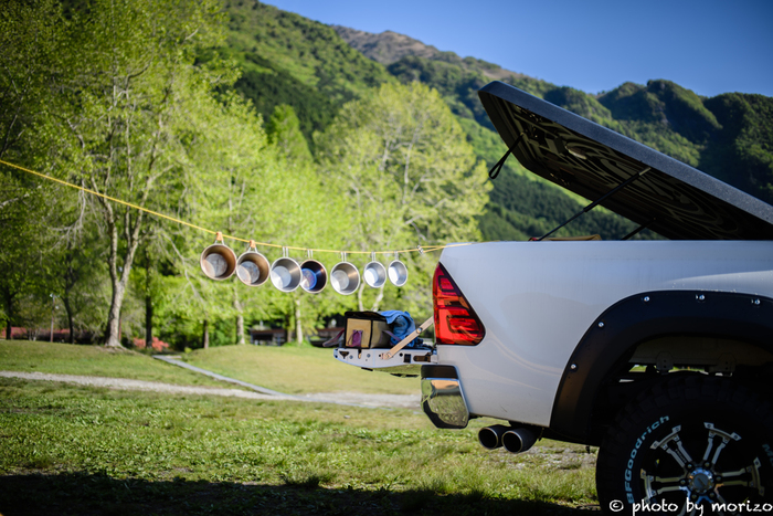ここからは、初心者さんがキャンプを楽しむためのコツやポイントをご紹介したいと思います。 初心者さんがキャンプに初挑戦!という時におすすめなのはオートキャンプ場。宿泊場所まで車で乗り入れることができるので、荷物の運搬が無い分、とにかく便利です。